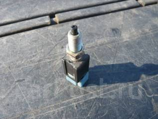 Концевик под педаль тормоза. Nissan Gloria, MY33 Двигатель VQ25DE