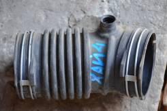Патрубок воздухозаборника. Toyota Highlander, GSU55L Двигатель 2GRFE