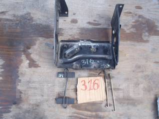 Крепление аккумулятора. Mitsubishi Pajero, V21W Двигатель 4G64