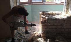 Демонтаж малоэтажных зданий. Бригада с инструментом и своя спецтехника