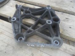 Крепление компрессора кондиционера. Nissan Cefiro, A32 Двигатель VQ20DE