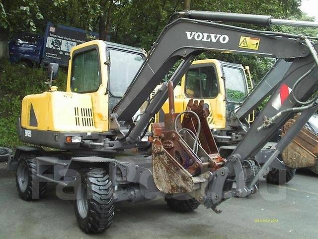 Услуги (Аренда)колесного экскаватора Volvo-0.3 куб. м+самосвал. Недорого