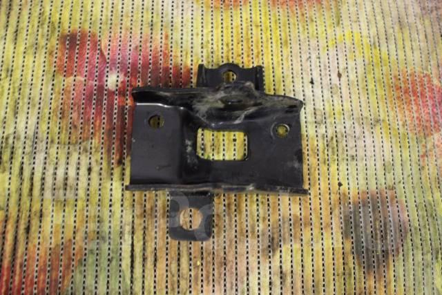 Кронштейн опоры двигателя. Kia Rio Двигатель G4FA