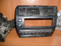 Кнопка включения аварийной сигнализации. Toyota Corolla, AE104, EE107, AE102, AE100, CE109, EE105, EE103, EE101, AE103, AE109, EE108, CE100, CE104, AE...