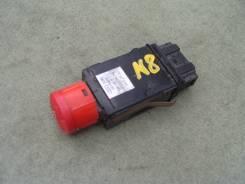 Кнопка включения аварийной остановки. Audi TT