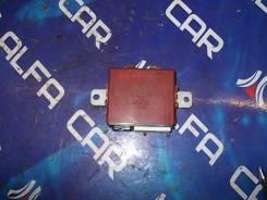 Блок управления дверьми, правый задний Toyota Crown, JZS179