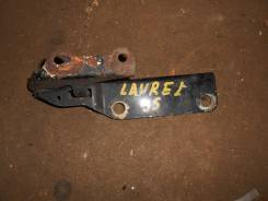 Крепление капота. Nissan Laurel