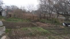 Земельный участок в пгт. Шкотово. 700 кв.м., собственность, электричество, вода, от частного лица (собственник). Фото участка
