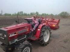 Вспашу землю, огород, дачу, участок. Услуги мини-трактора. Вспашка.