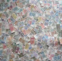 150 иностранных банкнот и расчетных знаков с повторами б/у