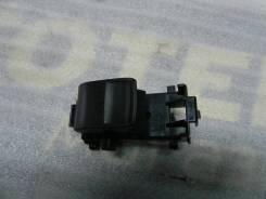 Кнопка стеклоподъемника задней правой двери RAV-4