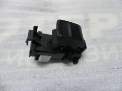Кнопка стеклоподъемника задней левой двери RAV-4