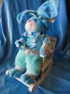 Мягкая игрушка заяц в кресле-качалке музыкальный