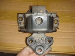 Подушка коробки передач. Peugeot 301
