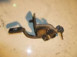 Ручка открывания бензобака Toyota Granvia, 1KZTE