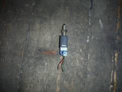 Концевик под педаль тормоза Nissan Bluebird, EU13