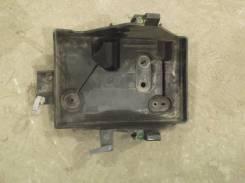 Кронштейн под аккумулятор. Mazda CX-7