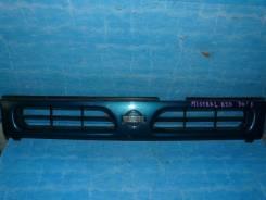 Решетка радиатора Nissan Mistral, передняя