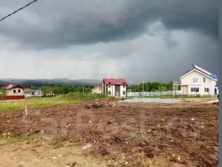 Участок 10 соток в коттеджном поселке!. 1 000 кв.м., собственность, электричество, вода, от агентства недвижимости (посредник). Фото участка