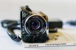 Sony HDR-XR150E. Менее 4-х Мп, с объективом