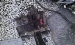 Кронштейн под аккумулятор. Nissan X-Trail, NT31, TNT31 Двигатель QR25