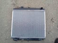 Радиатор охлаждения двигателя. Nissan Atlas, N2F23 Двигатель TD25