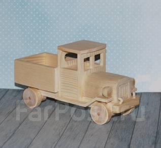 Деревянный грузовик.