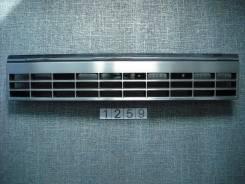 Решетка радиатора. Nissan Caravan, KRME24