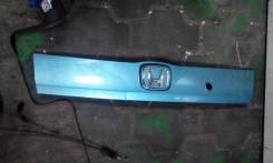 Накладка на дверь багажника. Honda Fit, GD4, GD3, GD2, GD1, UA-GD4, UA-GD2, DBA-GD2, CBA-GD4, UA-GD3, DBA-GD1, CBA-GD3, UA-GD1