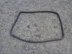 Уплотнительная резинка на стекло двери, правая задняя