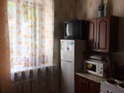 2-комнатная, улица Алеутская 17а. Центр, частное лицо, 49 кв.м. Кухня