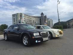 Красивые Жемчужный черный и белый Chrysler 300C Bentley Style!