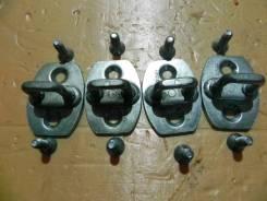 Ответная часть замка двери +крепеж Тoyota Camry ACV40 2AZFE