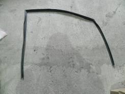 Уплотнитель стекла передней правой двери Toyota Camry