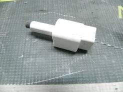 Концевик под педаль тормоза RAV-4 ZSA44L 3ZRFE