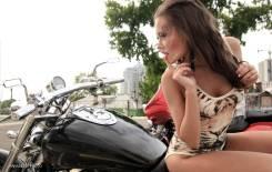 Фотосессия для девушек на мотоцикле