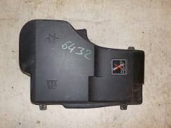 Крышка блока предохранителей Peugeot 407 2004-