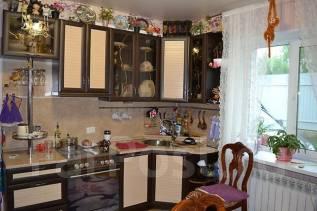 Продаю котедж в центре р-н Комсомольская. Улица Ульяновская 66, р-н Комсомольская, площадь дома 140 кв.м., централизованный водопровод, электричество...