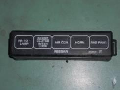 Крышка блока предохранителей. Nissan Sunny, B15