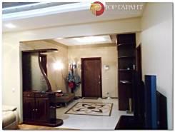 2-комнатная, улица Ильичева 4. Столетие, проверенное агентство, 110кв.м. Прихожая