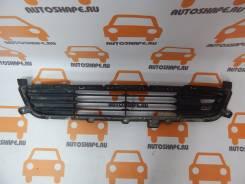 Решётка в передний бампер центральная Mitsubishi Outlander