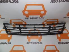Решётка в передний бампер центральная Hyundai Solaris