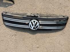 Молдинг решетки радиатора. Volkswagen Tiguan