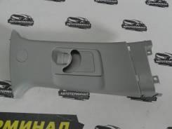 Накладка стойки средней правой (под ремень безопасности) Outlander XL