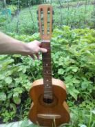 Гитары 4-струнные.
