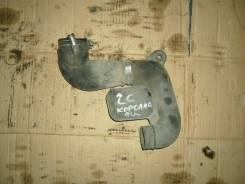 Патрубок воздухозаборника. Toyota Corolla, CE100 Двигатель 2C