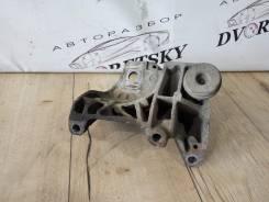 Кронштейн опоры двигателя. Ford S-MAX