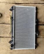 Радиатор охлаждения двигателя. Toyota Avensis, ST220