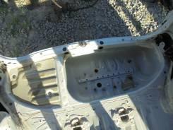 Ванна в багажник. Toyota Noah, AZR65G Двигатель 1AZFSE