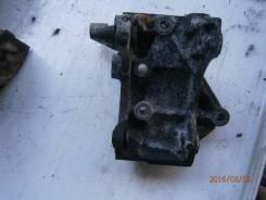 Крепление компрессора кондиционера. Isuzu Elf Двигатель 4HF1